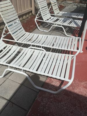 4 long aluminum chairs, in working condition. for Sale in Port Richey, FL