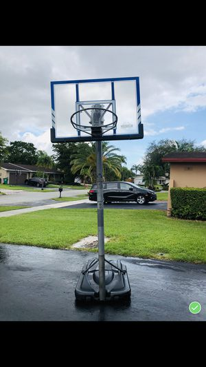BASKETBALL HOOP. for Sale in Miami, FL