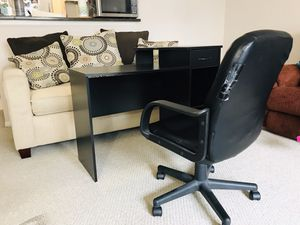 Office desk and chair set for Sale in McLean, VA