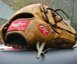 "Exquisite leather Rawlings Heart of the Hide 11.75"" baseball glove for Sale in Austin, TX"