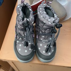 Toddler Snow Boots Size 7.5 for Sale in Virginia Beach,  VA