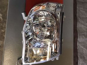 Toyota Tacoma RT headlight for Sale in Chicago, IL