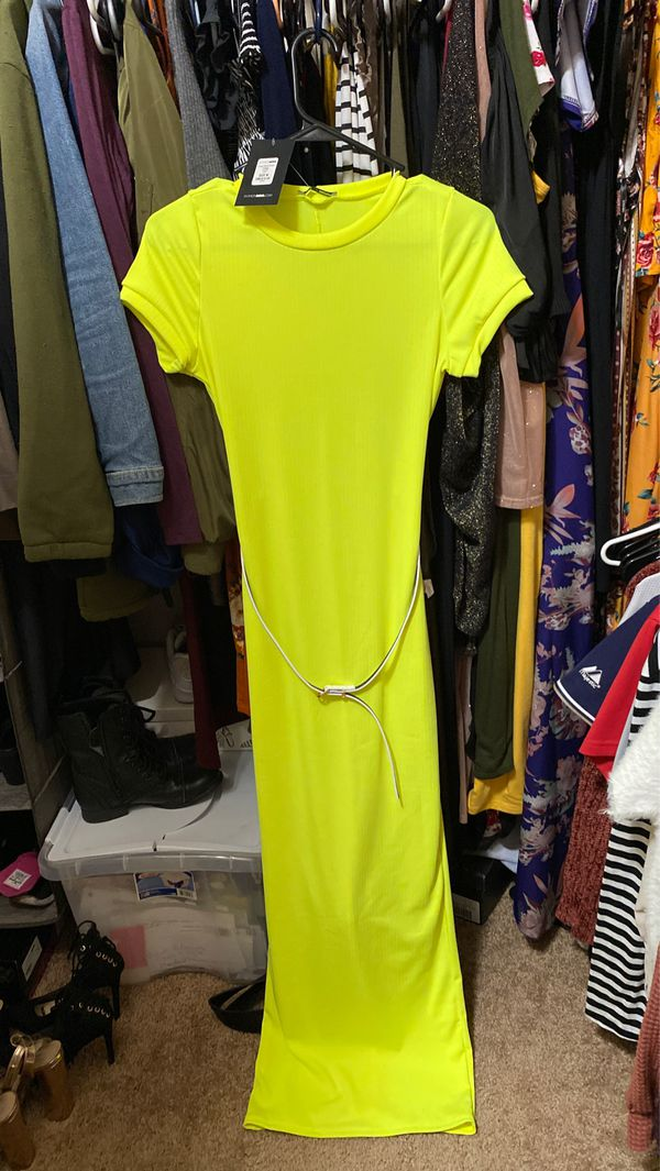 BRAND NEW FASHION NOVA DRESS NEVER ISED TAG STILL ON IT