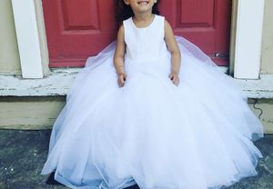 Flower girl Dress retail $150. Used once and VERY CLEAN! for Sale in Malden, MA