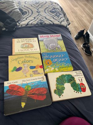 6 children books good condition for Sale in Montebello, CA