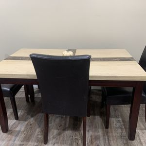 Dinning Table for Sale in Bell Gardens, CA