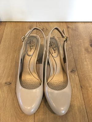 Life Stride beige heels size 10 for Sale in Vancouver, WA