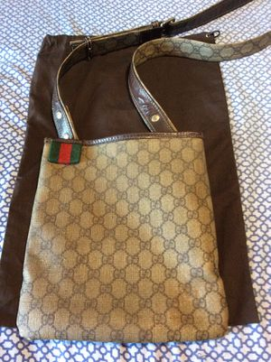 Authentic *** Gucci Crossbody ***Bag for Sale in Fresno, CA