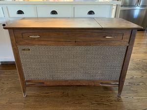 Antique Cabinet Record Player Radio for Sale in Oak Lawn, IL
