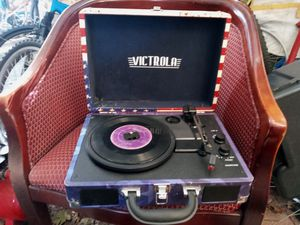 Victrola American Flag Bluetooth Suitcase Record Player for Sale in Tacoma, WA