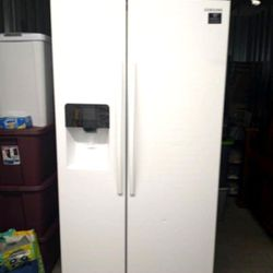 Refrigerator Maytag counter deep for Sale in Miami,  FL