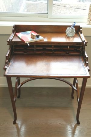 Beautiful secretary desk. Great condition for Sale in Chicago, IL