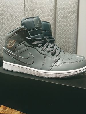 Jordan retro 1 cool grey mid for Sale in Wichita, KS