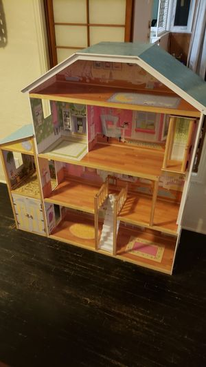 Large doll house. for Sale in Fresno, CA