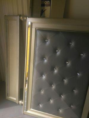 Full size bed frame for Sale in Pompano Beach, FL