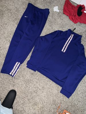 Nike medium bottom / large top for Sale in Moreno Valley, CA