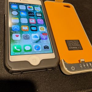 iPhone 5 With Powerbank for Sale in Westborough, MA