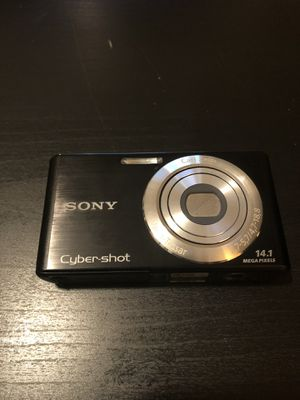 Sony cyber shot camera for Sale in Philadelphia, PA