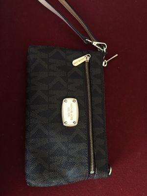 Michael Kors wristlet for Sale in Parma Heights, OH