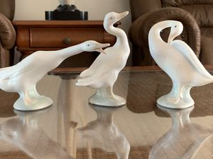 Vintage lladro handmade in spain Retired Little Duck goose trio figurine, 3 pieces lot, in excellent condition for Sale in Hobe Sound, FL