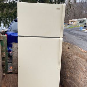 Roper fridge made by Whirlpool corporation for Sale in Middletown, PA