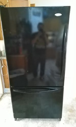 Whirlpool GOLD refrigerator for Sale in Buckley, WA