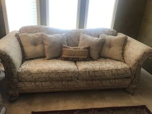 2 couches for Sale in Farmington Hills, MI