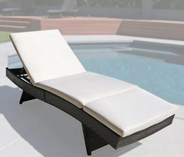 Chaise rattan lounge chair
