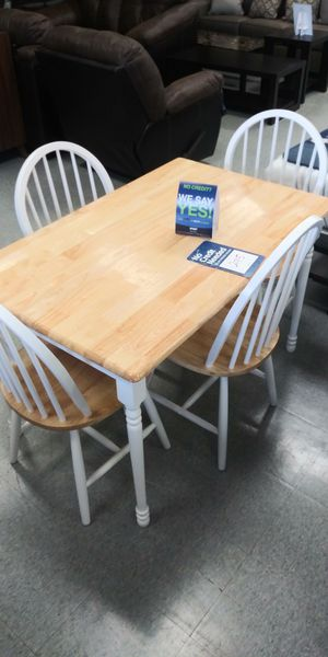 5 piece dining room table set for Sale in Columbus, OH