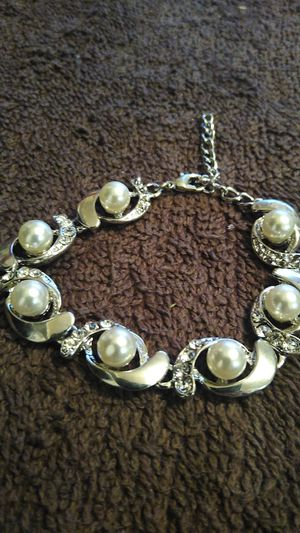 Brand new silver ladies bracelet with pearls for Sale in San Antonio, TX
