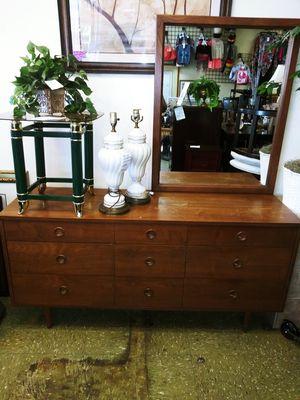 Dresser & Mirror for Sale in Lithonia, GA