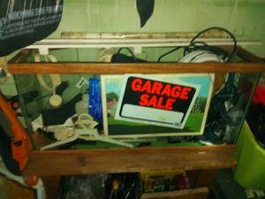 30 gallon fish tank and cabinet shelf for Sale in Orlando, FL