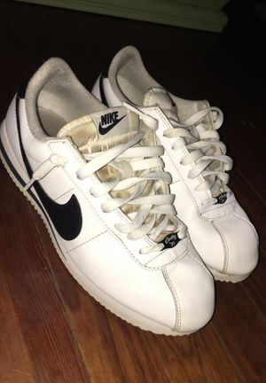 White/black nike Cortez shoes 8.5 men's for Sale in Pennsville, DE