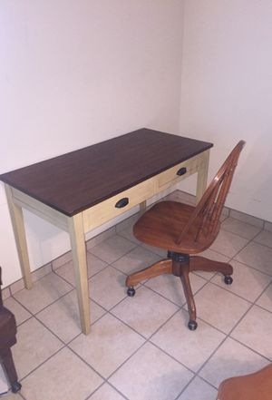 Desk and chair for Sale in Glendale, AZ