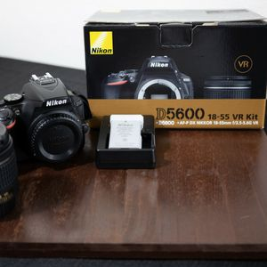 Nikon D5600 Camera Bundle W/extras for Sale in Costa Mesa, CA