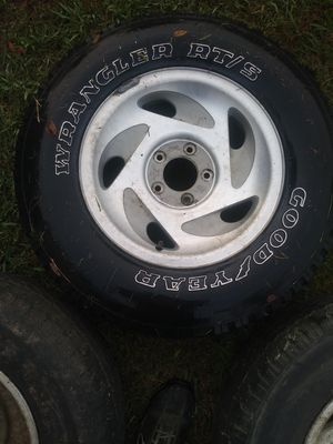4 rims for a 1997 Ford F150 17 in for Sale in Sutherland, VA