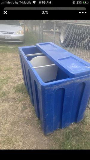 Ice cooler 288qt for Sale in Redlands, CA