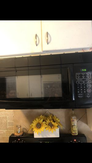 Big black microwave for Sale in Haltom City, TX