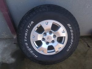 Toyota tacoma. OEM wheels came off my 2016 for Sale in Fresno, CA