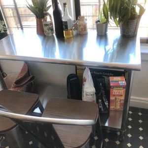 Hight top table and bar stools for Sale in Brooklyn, NY