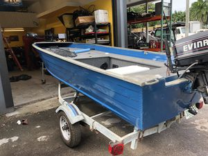 14' aluminum bass boat for Sale in Pembroke Pines, FL