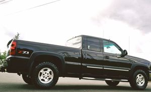 2003 CHEVY SILVERADO LTZ Z71 4X4*NAVI*REVER CAM*CLEAN TITLE*LIKE NEW! for Sale in Cleveland, OH
