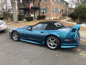 1986 Chevy corvette convertible only 6800 ever made they were all pace cars of that year it has a custom greenwood body front line lock two stage nit for Sale in Beverly, MA