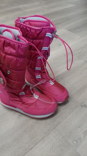 Girl size 2 snow boots for Sale in Oakland, CA