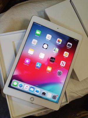 Ipad pro 9.7 32gb wifi for Sale in Lindale, TX