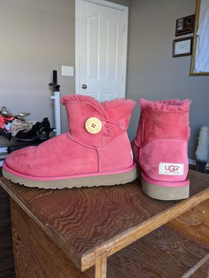 UGG boots (pink) for Sale in Goodyear, AZ