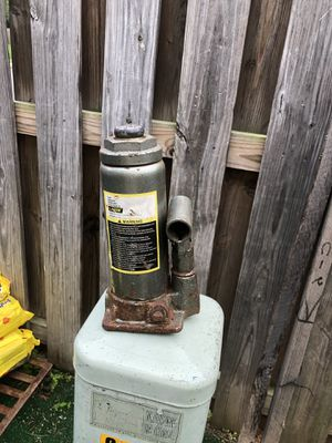 Hydraulic Bottle Jack for Sale in Sterling, VA