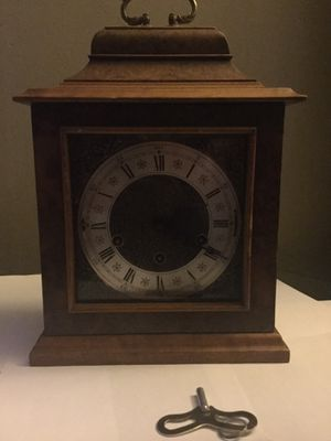 Antique Windup clock with key for Sale in Melrose Park, IL