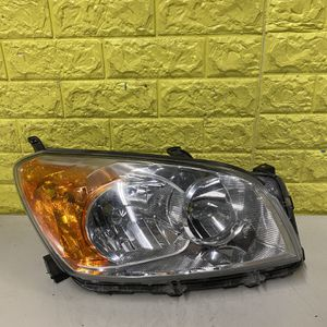 2009-2012 TOYOTA RAV4 RIGHR HEADLIGHT PASSNEGER SIDE USED GENUINE OEM. P1 for Sale in Compton, CA