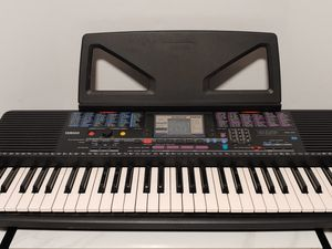 Yamaha Portatone Electronic PSR-220 Keyboard With Power Adapter & Music Holder for Sale in Lynwood, CA